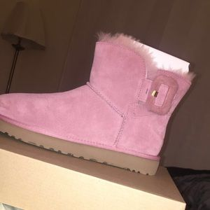 W mini bailey fluff buckle UGGs